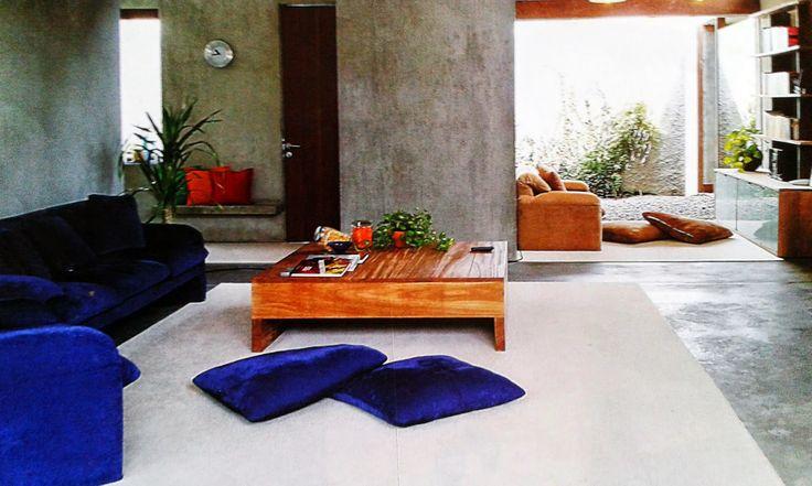 Desain Ruang Keluarga yang Lapang dan Alami - Rumah Kita