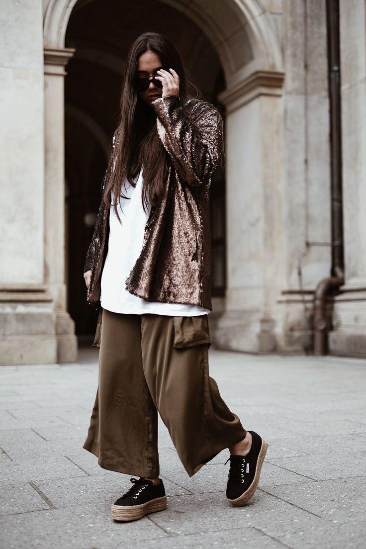 Outfit: Sequin Blazer, Safari Trousers & Superga Plateau.    http://fashionindividual.com/outfit-sequin-blazer-safari-trousers-superga-plateau/