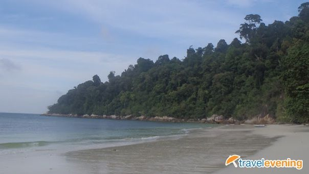 Pulau Pangkor is an island off the coast of Perak in north-west peninsular Malaysia, reached by ferry either from the old jetty or from Marina Island jetty both located in Lumut.
