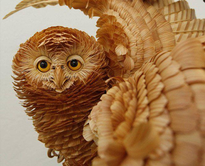 O artista Sergey Bobkov cria esculturas realistas de animais usando apenas madeira. Técnica impressionante.Fonte
