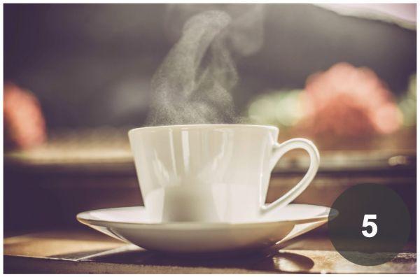TEST osobnosti: Z ktorého hrnčeka by ste si dali čaj? | Diva.sk  5. Milujete úprimnosť a neznášate ľudí, ktorí manipulujú, klamú a stále sa na niečo hrajú. Svojej rodine poskytujete oporu a zázemie. Vaši blízki, ale i priatelia sa na vás môžu spoľahnúť a plne vám dôverovať. Ak sa pre niečo rozhodnete, idete do toho naplno. Ste moderná ale lacným a chvíľkovým vychytávkam rozhodne nepodliehate. Tie najdôležitejšie hodnoty v živote sú pre vás jasné a neotrasiteľné.