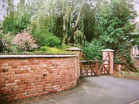 Brick garden wall brick laminate picture brick garden walls 2499 gardens pinterest for Apple store in garden state plaza