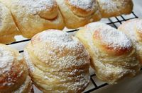"""Porto Rican Bread called """"Mallorca""""  Does'nt this look deliscious!  I have to try and make these."""