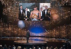 Büyük ödülü Michelle Obama açıkladı Oscar ödülleri töreninde en iyi filmi, Beyaz Saray'dan canlı yayınla bağlanan Michelle Obama açıkladı. NEW YORK Oscar Akademi Ödülleri gecesi sonuçlar açısından şaşırtmazken, ödül sahipleri ilginç konuşmalara imza attı. En