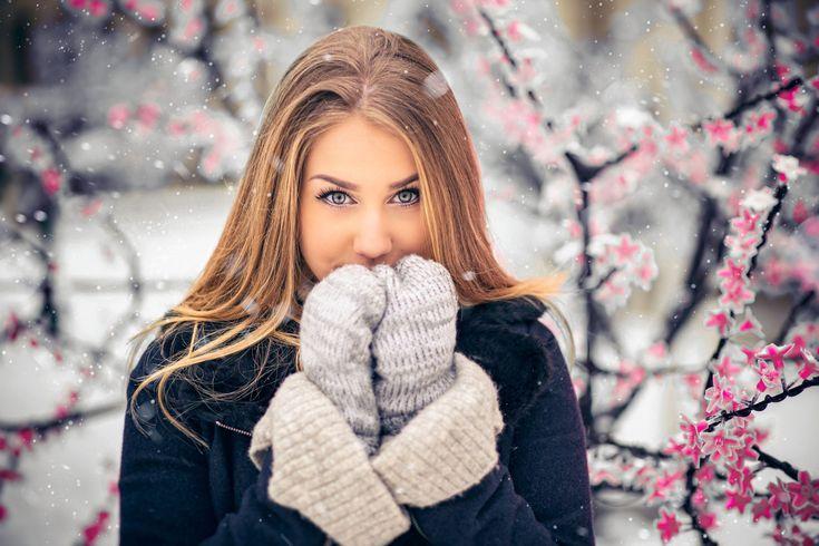 Senior Portrait / Photo / Picture Idea – Girls – Winter #prompicturescouples