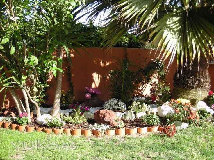 17 best images about jardines peque os on pinterest for Bancos de jardin rusticos