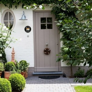 Clean Front ideas, pots, round box hedges
