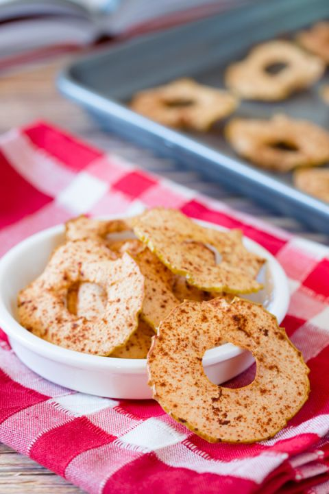 Baked apple chips- healthy snacks for toddlers & kids