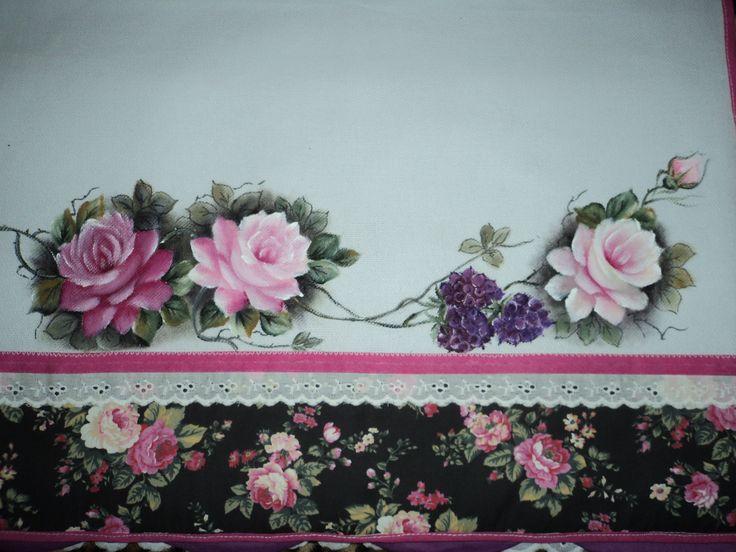 Rosas em pano de copa