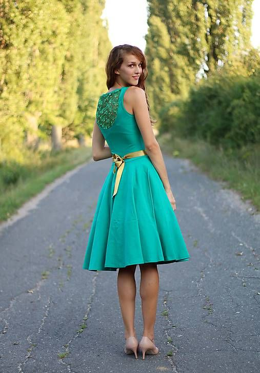 Šaty s kruhovou sukňou s čipkou na chrbte