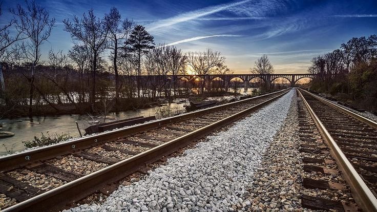 Not a great sunset tonight, but not a terrible one.     . . . #loveva #visitva #wheninvirginia #exploreva #virginiacities #richmond #rva #visitrichmond #richmondgrid #rvanews #railway #traintracks #sunset #sunset_madness #sunrise_and_sunsets #sunrise_suns | by Kevin J Kelley Photo #tracks