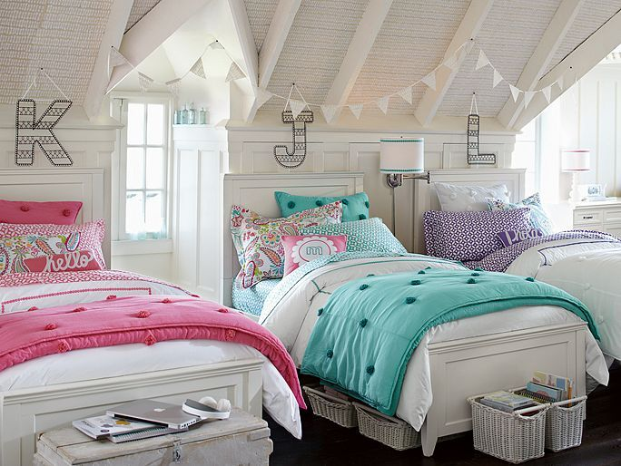 I love the PBteen Hampton Bedding Basics Bedroom on pbteen.com
