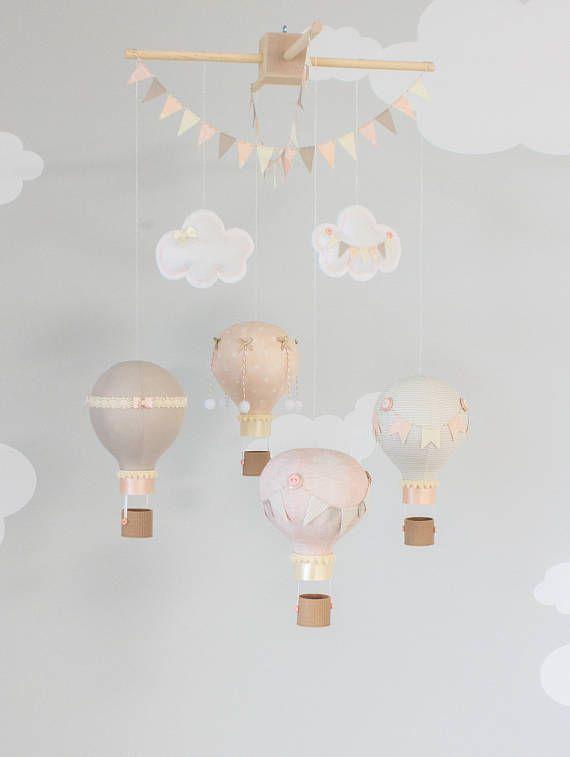 Reise Thema Kinderzimmer Dekoration. Vier Kleine Heißluftballons In Taupe/ Beige Und Rosa Stoffe Zu Koordinieren. Jeder Ballon Ist Aus Baumwollstoff  Erstellt ...