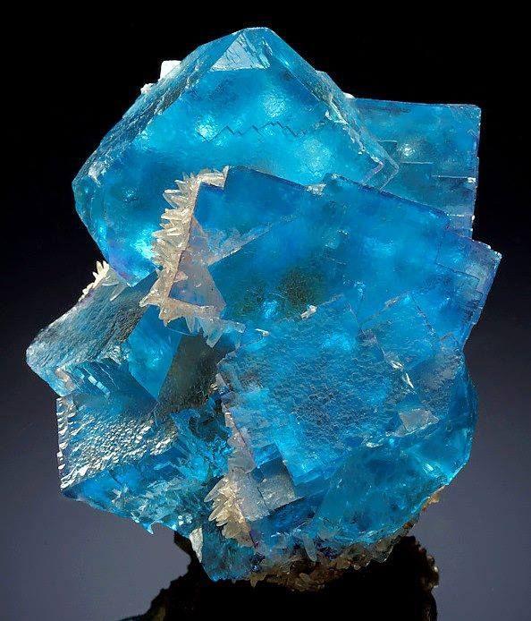 Fluorite - Minerva no.1 Mine in Hardin County, Illinois, USA Size: 8.0 × 6.8 × 6.4 cm