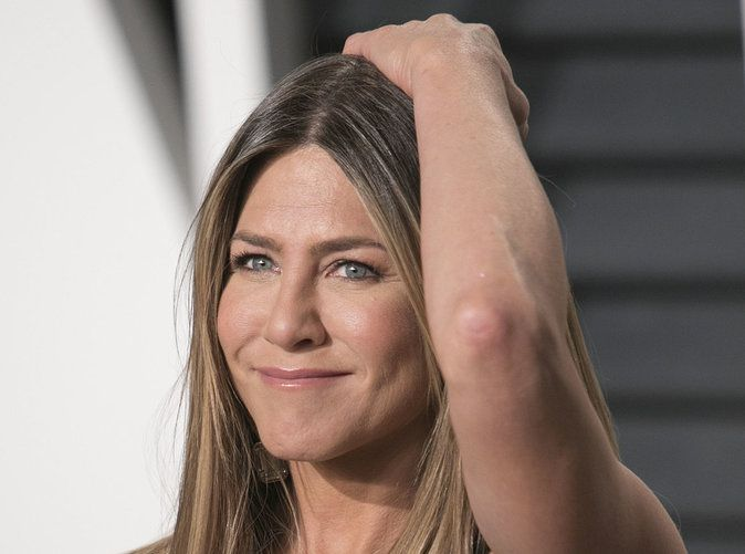 Selon Chelsea Handler, une amie proche de Jennifer Aniston, celle-ci n'aurait aucun intérêt particulier pour le divorce de Brad Pitt.