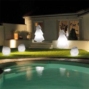 Le sapin Light est le sapin lumineux qu'il vous faut pour décorer votre extérieur en cette période de Noël !  #déco#ambiance#design#home#maison#garden#jardin#chic#détente#relax#couleur#color#décor#beutiful#laboutiquedesjoyaux#desjoyaux#piscine#piscines#pool#pools#Christmas#ChristmasTree