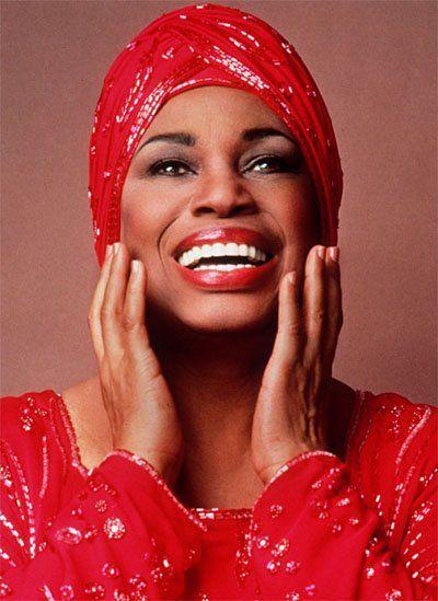"""Leontyne Price, soprano estadounidense Cantante de ópera. El primer afroamericano en convertirse en un artista de primera línea en el Metropolitan Opera"""" Su voz es más adecuado para Puccini, Verdi y de las obras de Mozart"""
