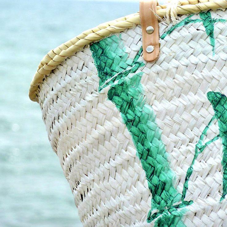 Para conseguir la iluminación sobre la caña de bambú utilicé el mismo tono de verde, sólo hubo que saturar un poco más la pintura.  #capazos www.artaliquam.com