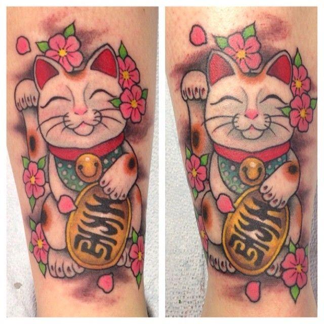 25 beautiful lucky cat tattoo ideas on pinterest yin en yang yin yang wolf and yin yang designs. Black Bedroom Furniture Sets. Home Design Ideas