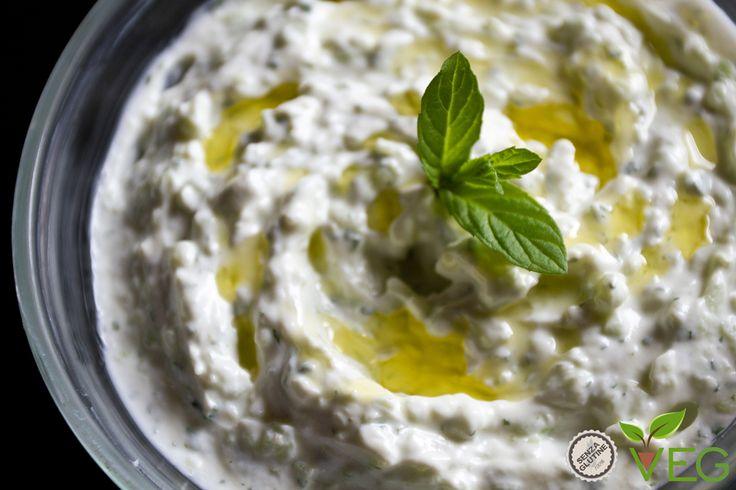 Lo tzatziki è la salsa greca per eccellenza!!! Provatela assolutamente da mangiare con il pane o con verdure alla griglia!