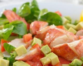 Salade de homard aux dés d'avocat, vinaigrette à la framboise : http://www.fourchette-et-bikini.fr/recettes/recettes-minceur/salade-de-homard-aux-des-davocat-vinaigrette-la-framboise.html