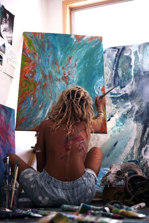 piensa como un artista