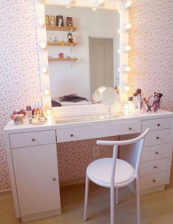 Penteadeira com espelho e luzes