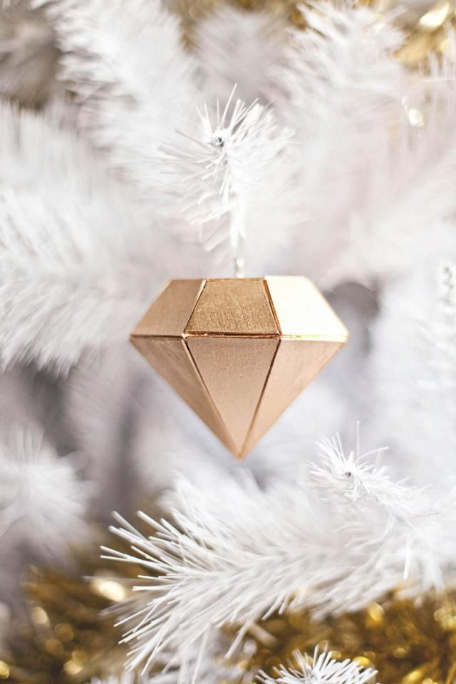 Deck the tree with these 20 DIY Christmas tree ornaments!: DIY Diamond Ornament