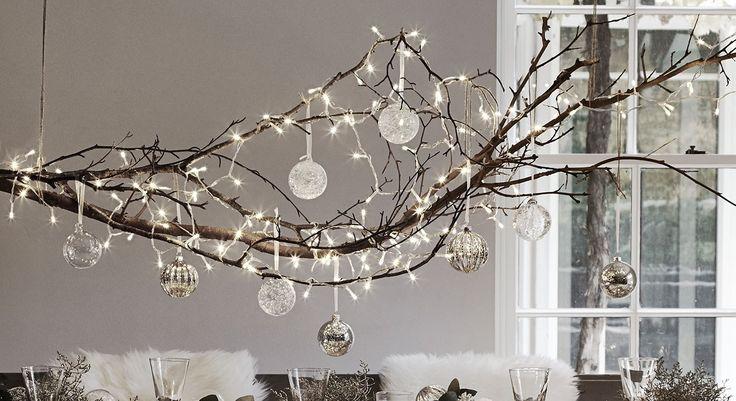 Leuke kersttak met verlichting en glazen ballen