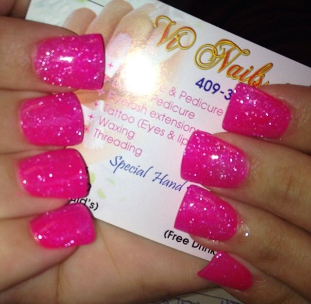 sparkling hot pink nails <3 how cute are these