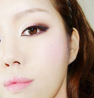 韓国ガールにもスモーキーなピンクメイクは大人気!