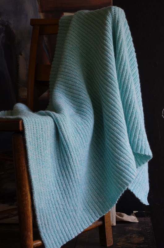 Crocheted Ribbed Cot Lap Blanket Tutorial In French And