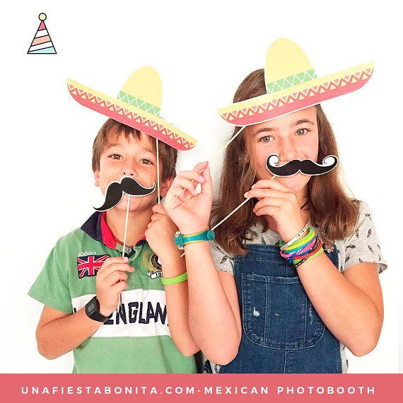 ¡Bienvenidos a una fiesta bonita!  Celebra una fiesta con la temática de México super divertida llena de color y con este lindo photobooth, todo listo para imprimir, recortar y celebrar.  TU COMPRA CONTIENE:  - 1 archivo en PDF - 11 hojas - 10 diseños diferentes - Ilustraciones de: Bigotes, botellas de picante, botellas de tequila, maracas, chiles jalapeños, sombreros de charro, máscaras de luchador, 2 diseños de calavera, diseño de trenzas con listones, cactus. GARANTÍA 100% ENAMORABLE……