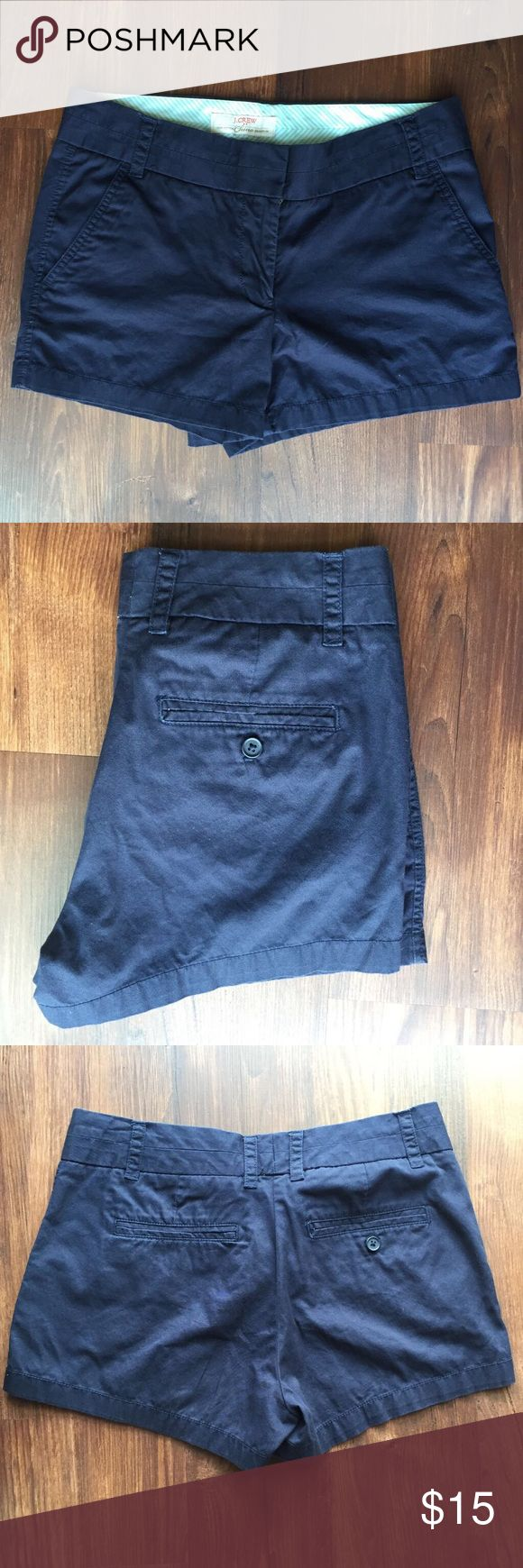 J Crew Chino Broken In Shorts Women's 6 Navy Blue Chino style shorts by J Crew. Dark Navy Blue. Broken-in shorts. Size 6. 100% cotton. J. Crew Shorts