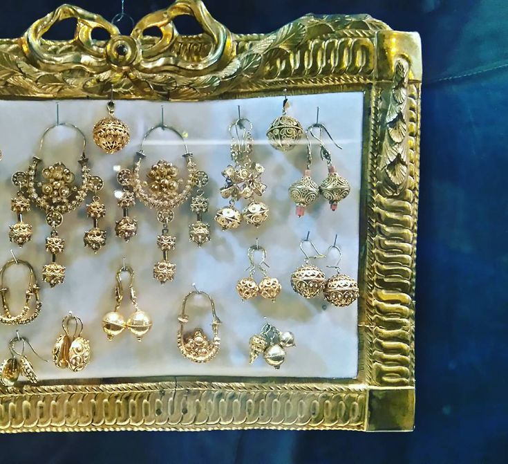 Zlatarovo zlato #SEP #SEPCroatia #Croatia #traditional #jewelry #nakit #joyas #dubrovnik #xSEPerienceTheCulture #IPSF #IPSFSEP @cpsa.hr @ipsforg #konavle #verižice #pendientes #earrings #gold #luxury #old by tei_tnt | dubrovnik-croatia.com