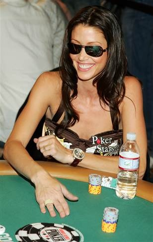Actress Shannon Elizabeth gambling for charity in Vegas!