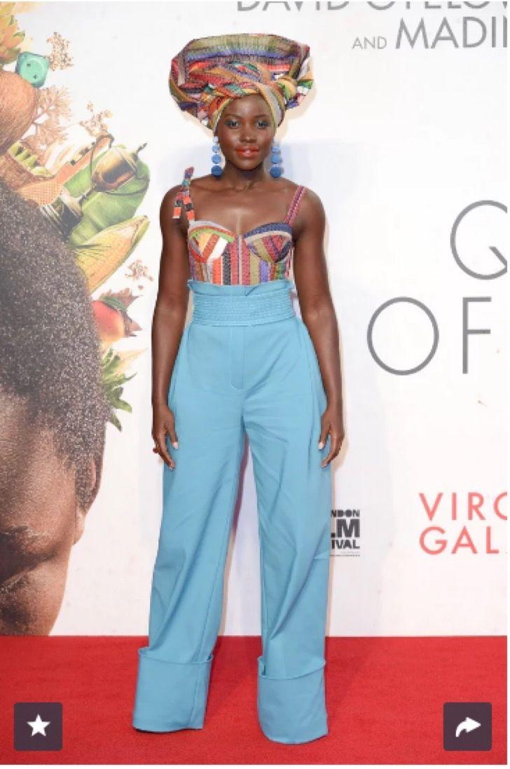 Todos están hablando de los tradicionales vestidos africanos de Lupita Nyongo