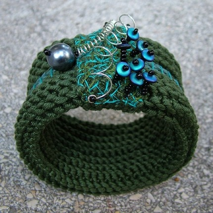 Crocheted bracelet, picture and designer unknown
