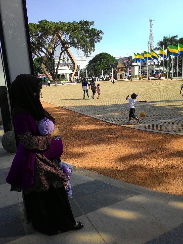 Jajaka Kulon: wajah baru alun alun ujung berung bandung 2015