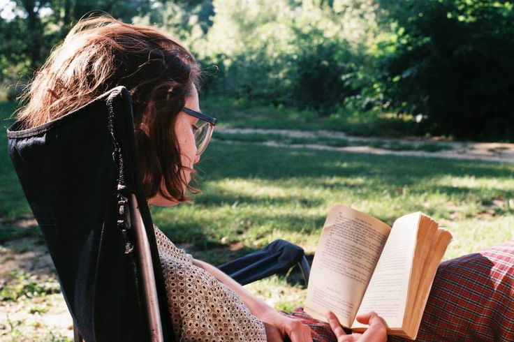 Women Reading : Photo