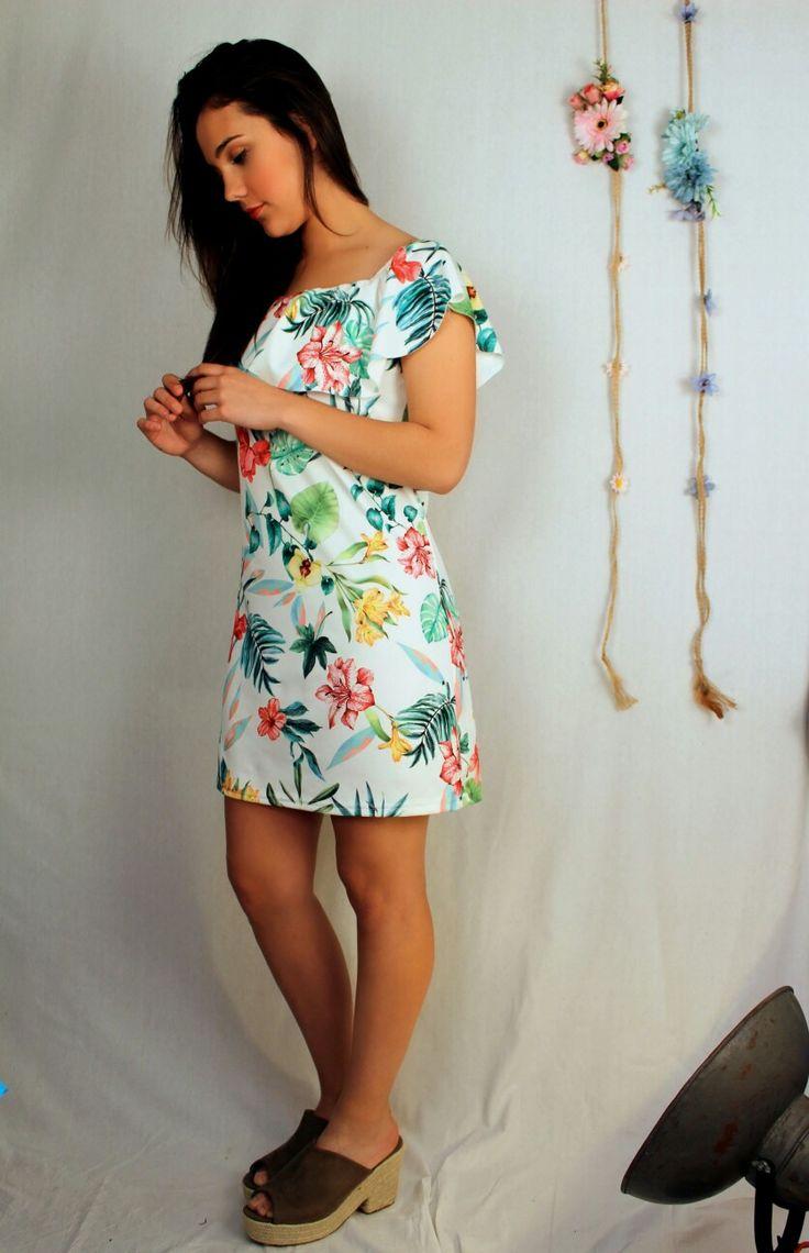 Buenos días!!! Lo tenemos de nuevoooo!!! El vestido tropical🌴🌴 que tanto os gusta recién llegado a tienda🔝🔝#vestidotropical#sandalias#aerostatomoda#ronda#rincondelavictoria