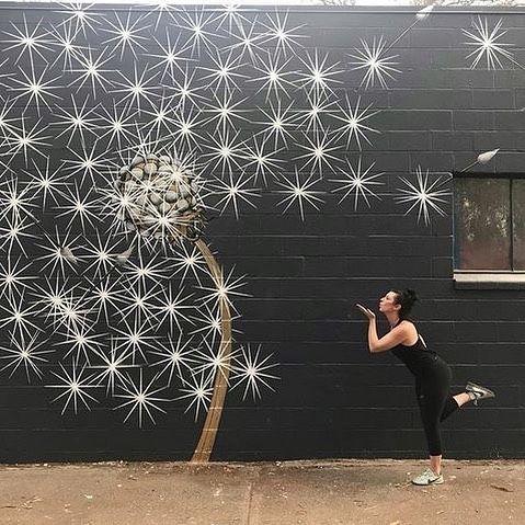 Superbe et poétique ce street art de @MarenConrad ? Beau week-end à tous ! …