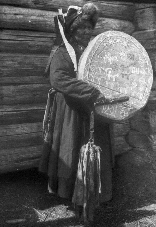 Teleut shamaness