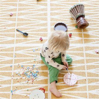 Helmi gelber Teppich groß - 150 x 200cm - Brita Sweden