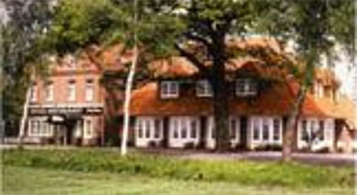Hotel Röhrs Visselhövede This family-run hotel is located in quiet countryside in the Lüneburg Heath, just outside the village of Hiddingen. It offers a restaurant serving traditional German cuisine, and a beer garden. Parking is free.