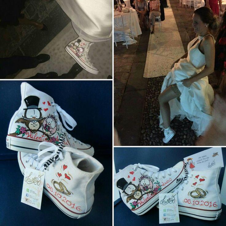 Sposa divertita che mostra le sue scarpe personalizzate... un tocco originale per il giorno del tuo SI... informazioni pagina fb Clotyfa & LaurArt o whatsapp al 3801405779 ti aspetto
