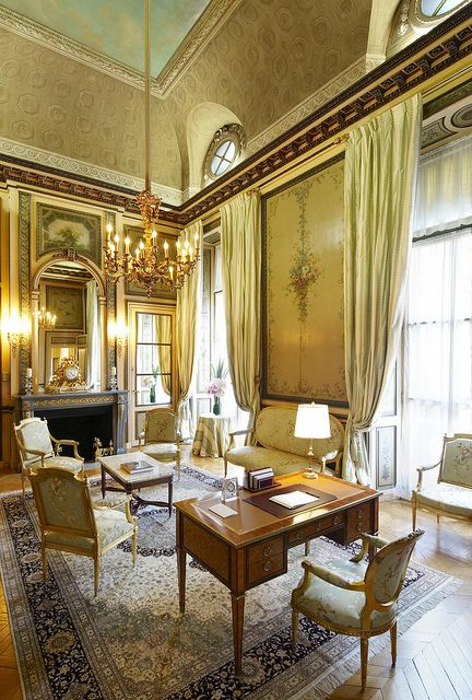 duc de crillon historical suite at the h tel crillon paris. Black Bedroom Furniture Sets. Home Design Ideas