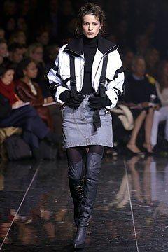 Dolce & Gabbana Fall 2003 Ready-to-Wear Fashion Show - Amanda Moore
