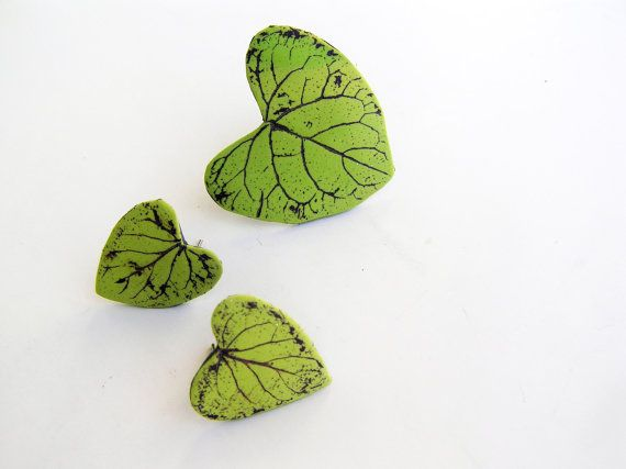 Heart shaped green leaf earring and ring set by Feelingfimo