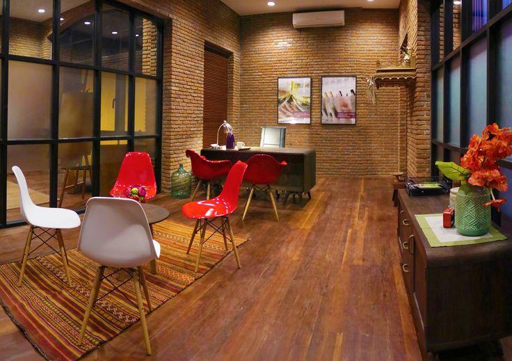 Hatten Wines building, CEO office